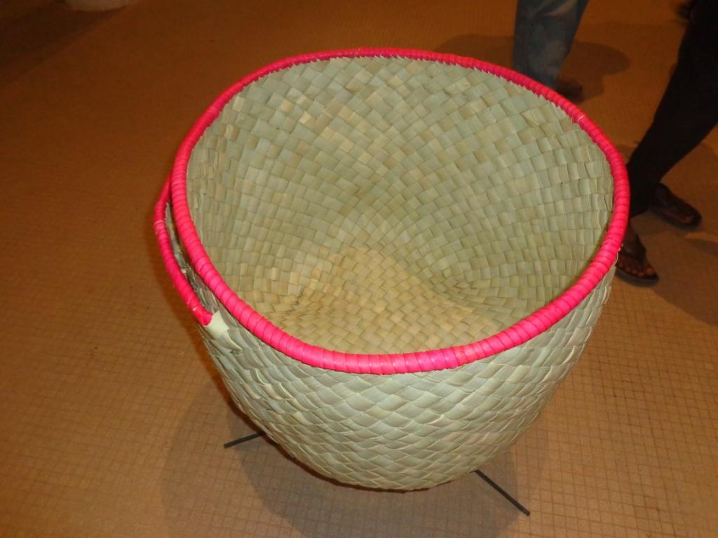 Photo zembalacultur/ Panier tresse à l'aide du fibre de rônier
