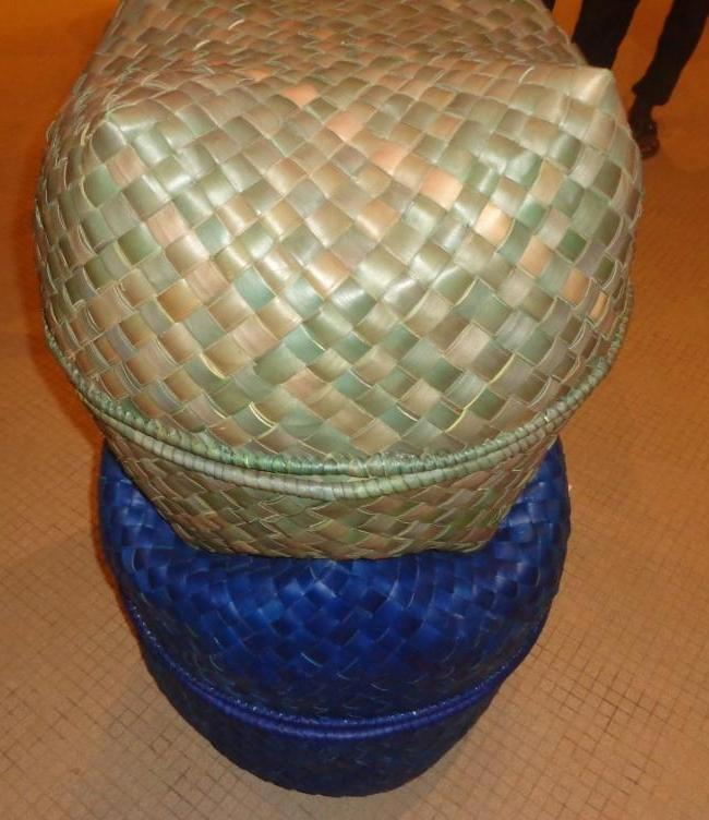 Photo zembalacultur/ Panier couvert tresse à l'aide du fibre de rônier