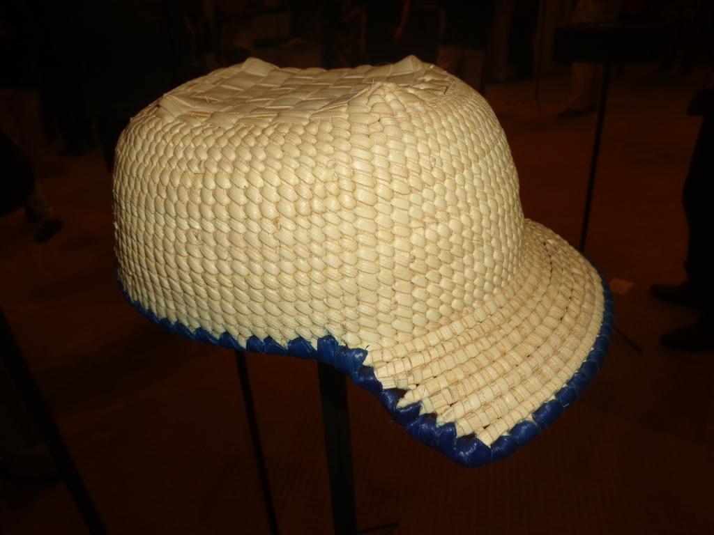 Photo zembalacultur/ Casquette tresse à l'aide du fibre de rônier