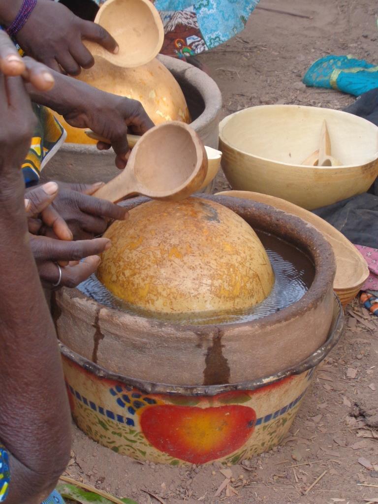 Copyright zembalacultur/ tambour à eau. lors d'une soirée funéraire
