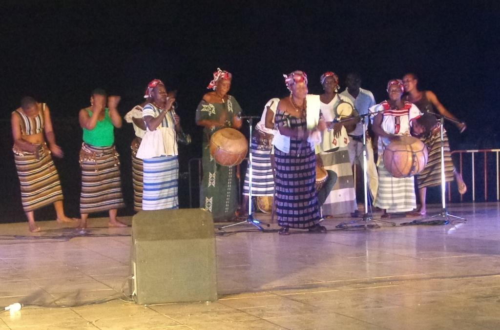 Crédit photo zembalacultur/ troupe traditionnelle scène au musée national